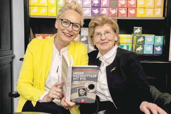 Zwei Frauen und ihr offenes Buch